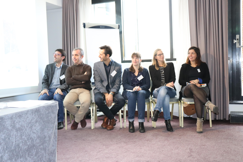 Les participants à la table ronde